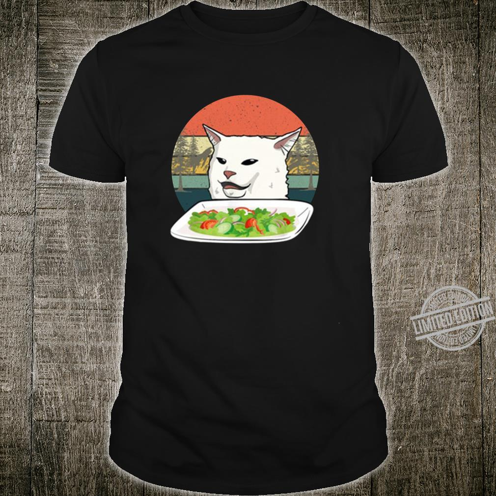 Angry yelling at confused cat at dinner table meme Langarmshirt Shirt