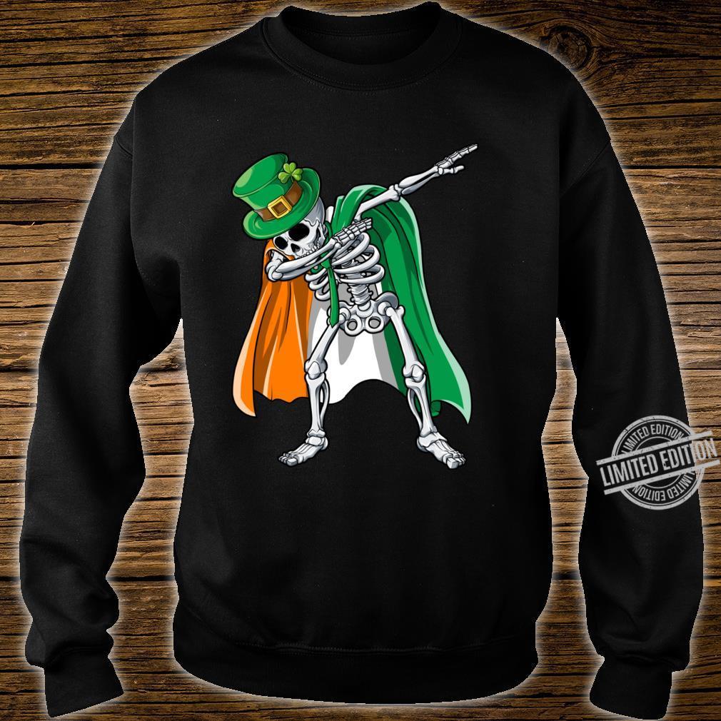 St Patricks Day Dabbing Skeleton Boys Irish Flag Shirt sweater